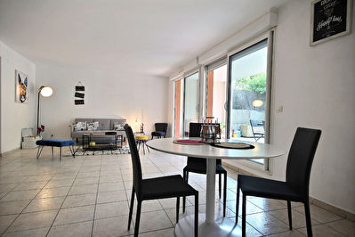 A vendre à Marseille 13009, Village de Mazargues, appartement terrasse Type 3/4