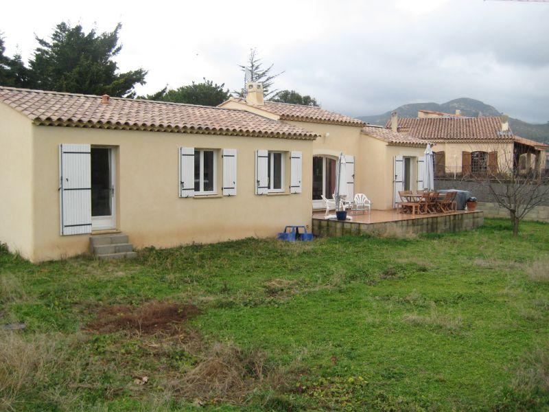 Immobilier allauch a louer locati maison allauch 13190 for Garage a louer marseille 13012